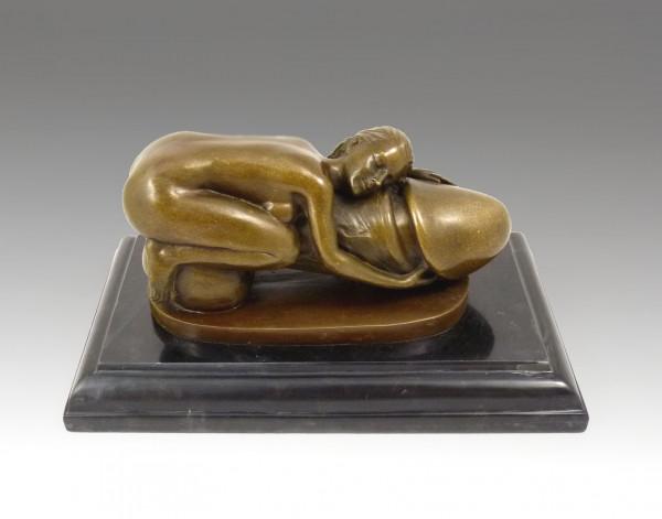 Erotik Bronze- Nackte Frau auf Penis liegend- sign. M.Nick