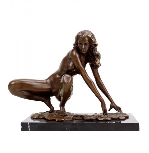 Erotik Skulptur - Hockende Amazone - Aktbronze - signiert Césaro