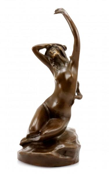 Erotische Wiener Bronze - Frauenakt auf Stein - sign. Moren