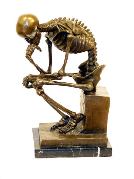 Moderne Kunst Skelett Bronze auf Marmor (Der Denker) Milo