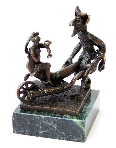 Erotik Wiener Bronze -Faun/ Satyr fährt Jungfrau auf Schubkarre