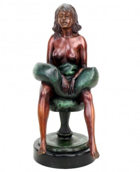 Erotik Girl Betty - signiert J. Patoue - Erotische Skulptur aus Bronze