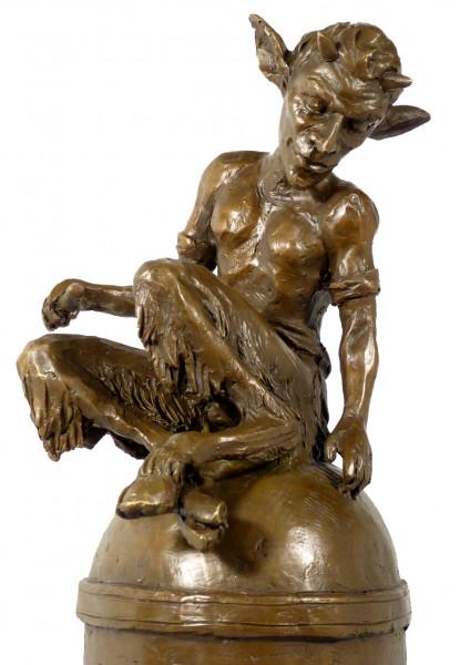 Jugendstil Bronzefigur Faun / Satyr auf Kuppel signiert Milo