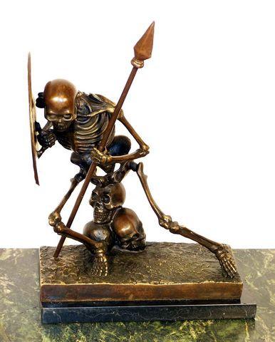 Moderne Kunst Bronze, Skelett auf Marmor, (Der Krieger), sign.