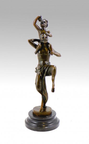 Wiener Bronze Teufel/ Faun/ Satyr trägt Baby signiert Bergmann