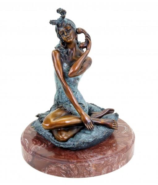 Erotische Bronzefigur - Erotik Girl Sarah am Telefon - signiert Milo