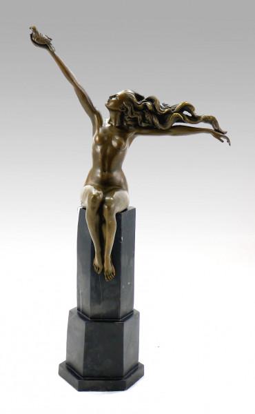 Art Deco Bronze - The Carrier Pigeon - sign. Amedeo Gennarelli