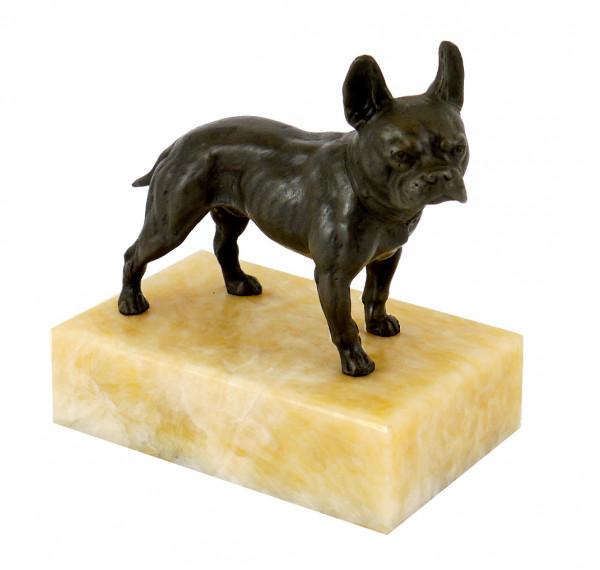 Bully auf gelbem Marmor - Tierfigur - Wiener Bronze, Bergmann