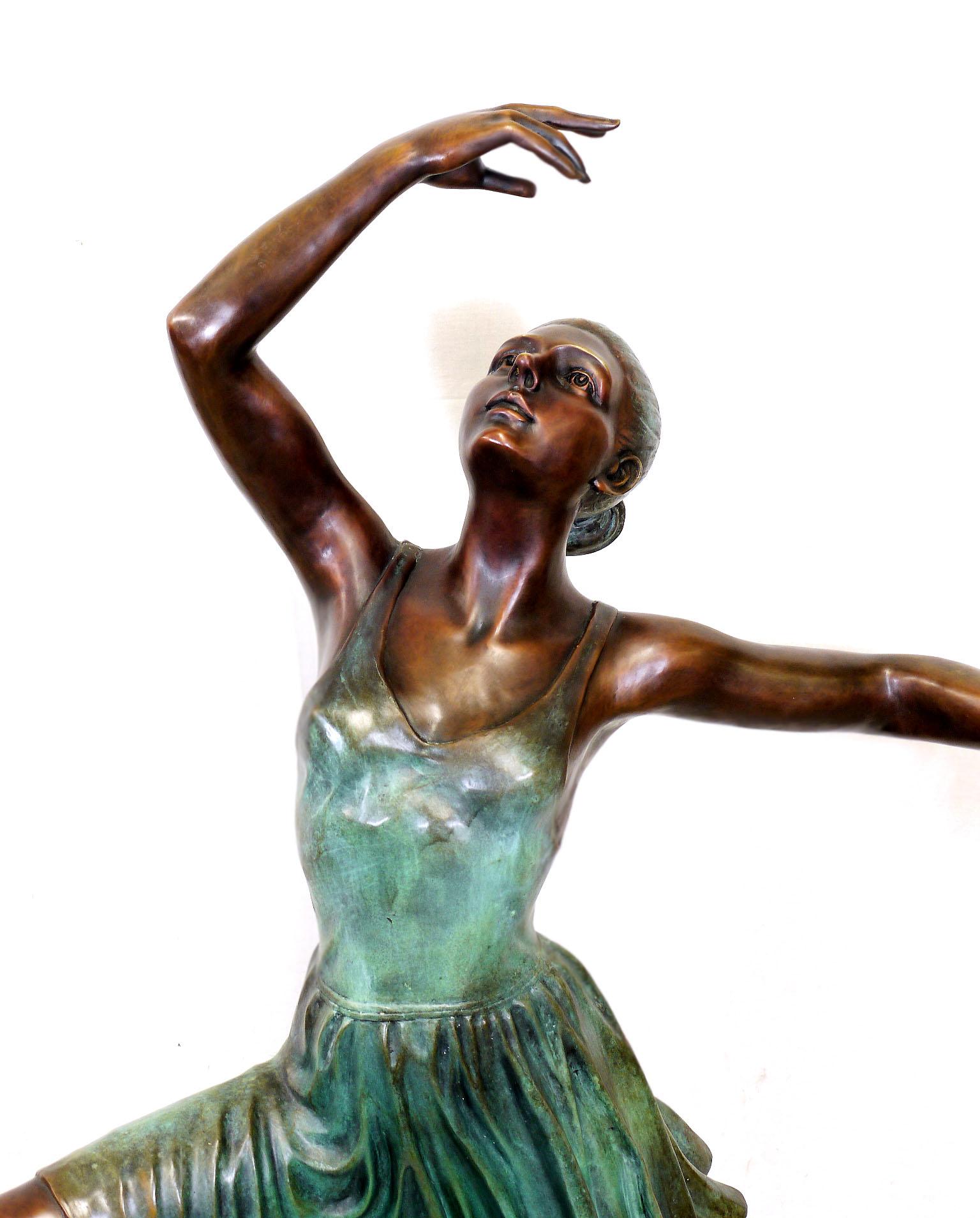 Moderne Großskulptur Ballerina Tänzerin, signiert Edgar Degas