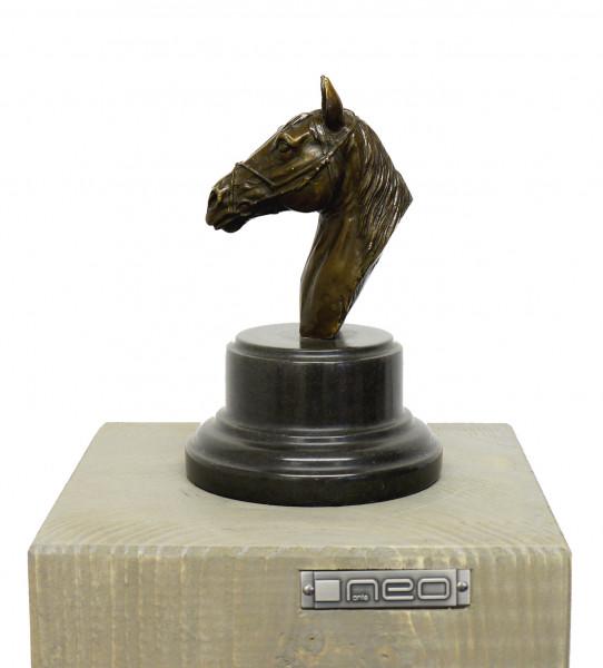 Moderne Kunst Tierbronze - Pferdekopf auf Marmor sign. A. Stevens