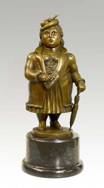 Moderne Bronzeskulptur - Üppige Dame stolzierend - Fernando Botero