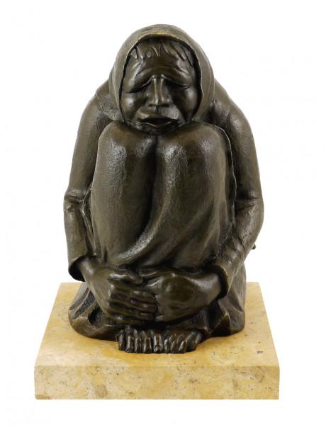 Moderne Bronzefigur - Frierende Alte (1937) - sign. E. Barlach