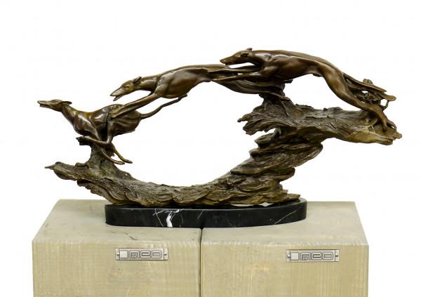 Jagdszene - Drei Jagdhunde - Bronzeskulptur, sign. P. Breuer