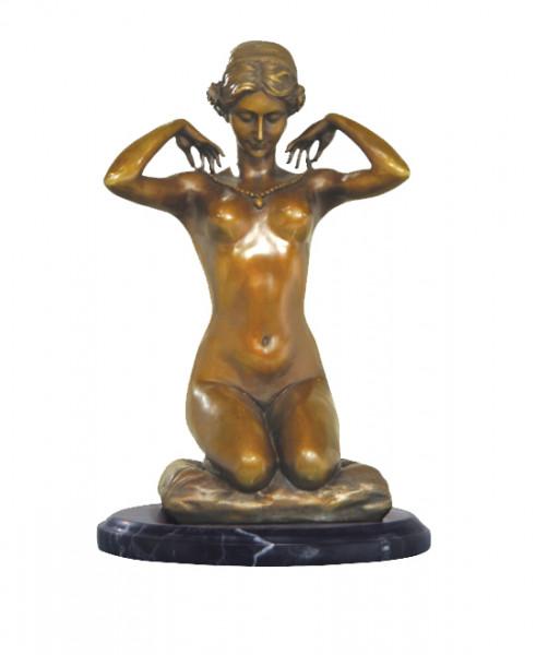 Erotik Bronze Akt signiert Paul Ponsard - The New Necklace