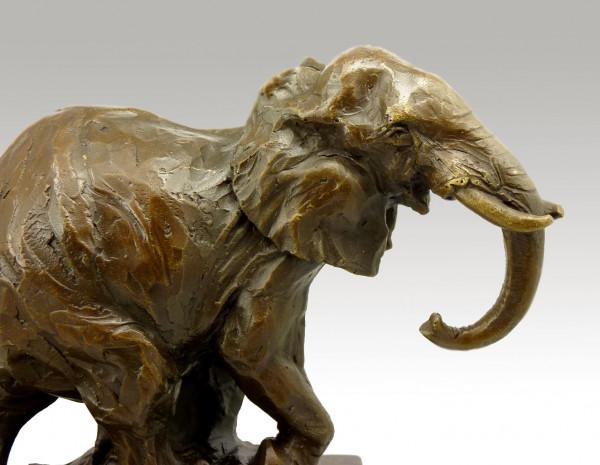 Abstrakter Bronze Elefant auf Marmorsockel signiert Milo