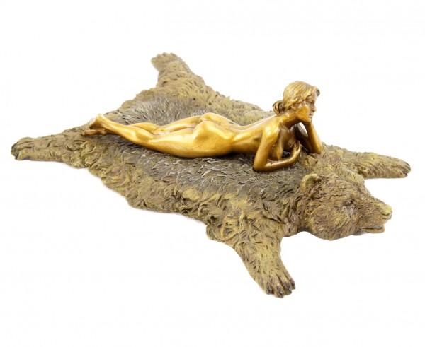Erotik Wiener Bronze Figur - Akt auf Bärenfell - Bergmannstempel