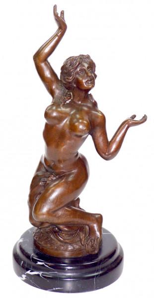 Erotik Bronzefigur Sklavin Akt signiert Milo auf Marmorsockel