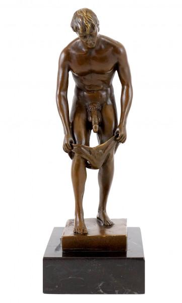 Erotische Bronze - Akt eines lüsternen Jünglings - sign. M. Nick