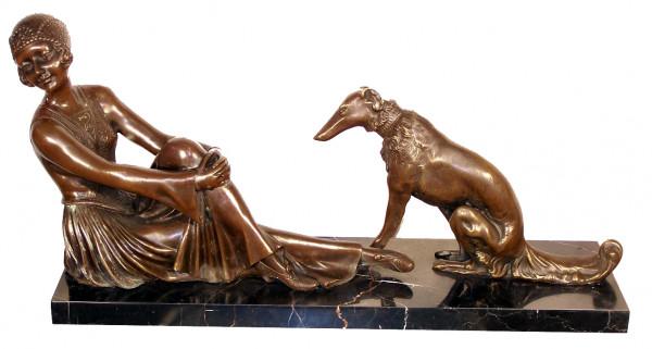 Art Deco Bronze Frau mit Hund signiert Chiparus auf Marmorsockel