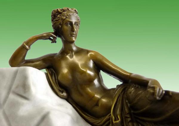 Jugendstil Akt Bronze Skulptur - Akt auf Steinliege - Milo