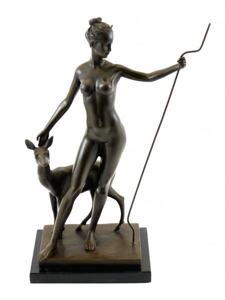 Bronzefigur von Edward McCartan - Diana mit Reh - sign.