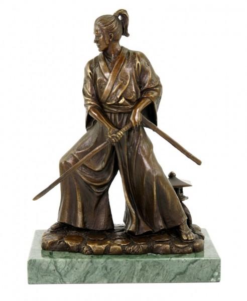 Samurai mit Schwert - limitierte Bronzestatue - signiert Milo