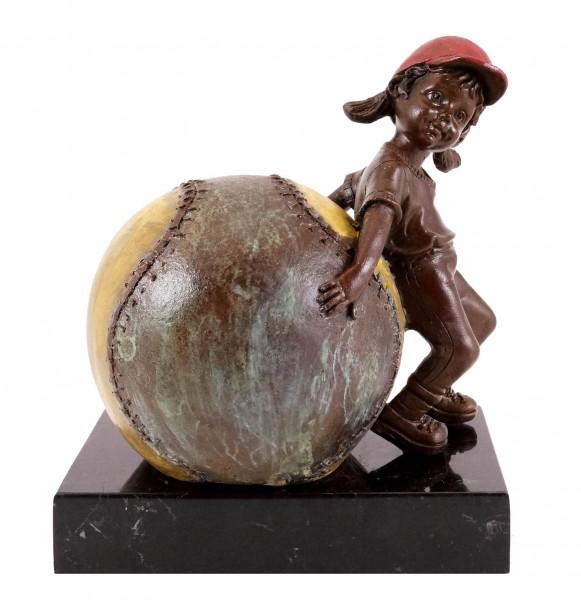 Bronzefigur - Mädchen mit Baseball - sign. Martin Klein