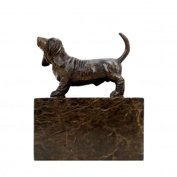 Englischer Jagdhund - Basset Hound Figur - signiert Milo