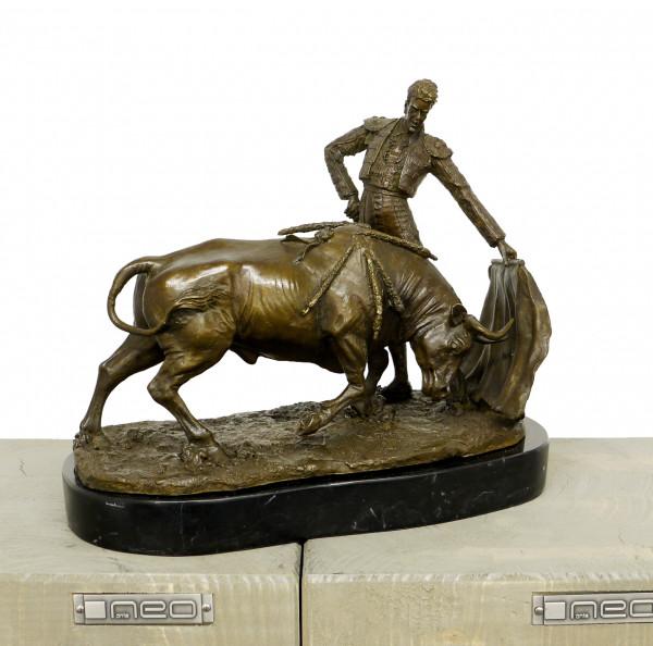 Der Stierkampf - Jugenstilskulptur, signiert A. Hussmann
