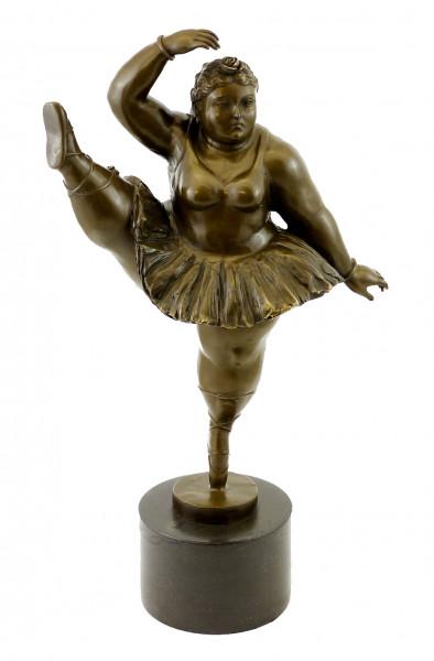 Bronzefigur - Ballerina mit hochgestrecktem Bein - sign. Botero
