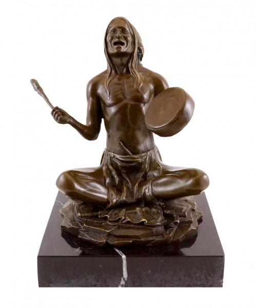 Indianer mit Trommel - Bronzefigur - Carl Kauba signiert