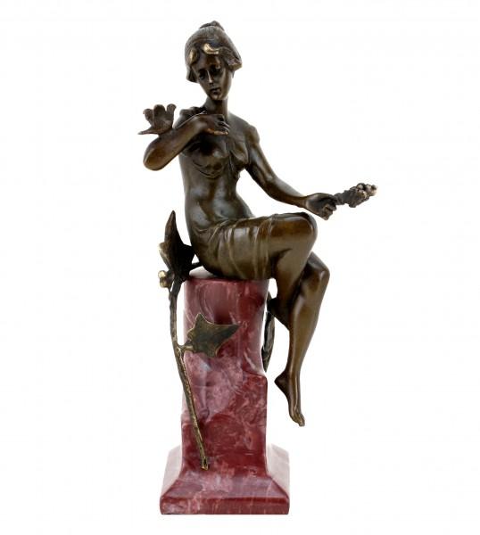 Jugendstil Figur aus Bronze - Frau mit Taube - signiert F. Preiss