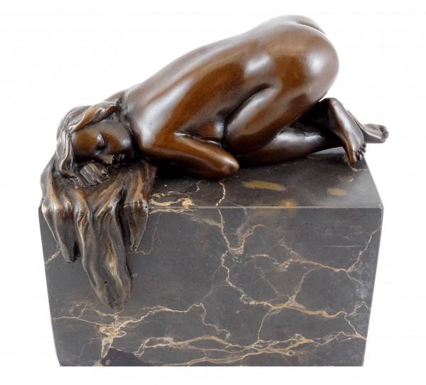 Schlafender Akt auf Marmor - Erotik-Bronze - sign. Milo