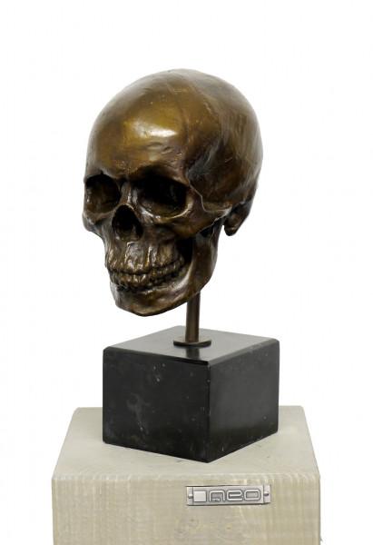 Totenkopf - Moderne Künstlerbronze, signiert A. Stevens
